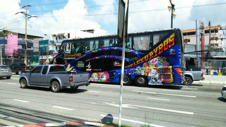 シラチャの町で見かけたバス