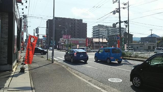 駐車場から見た道路