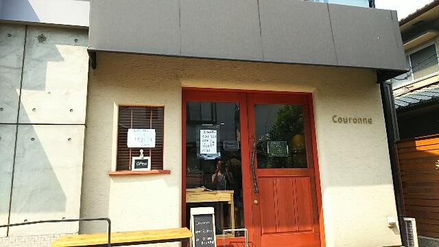 クーロンヌの玄関